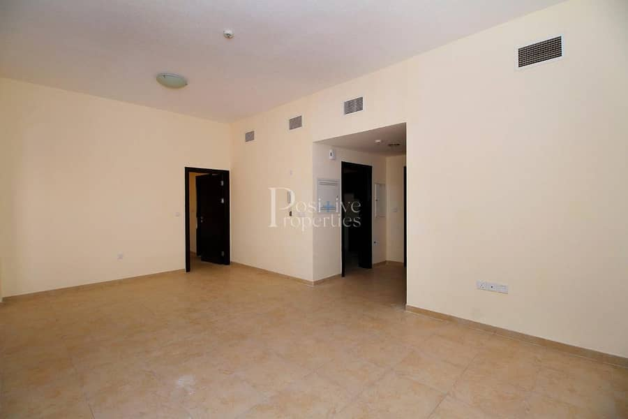 INNER CIRCLE | CLOSED KITCHEN |BALCONY ON TOP FLOOR