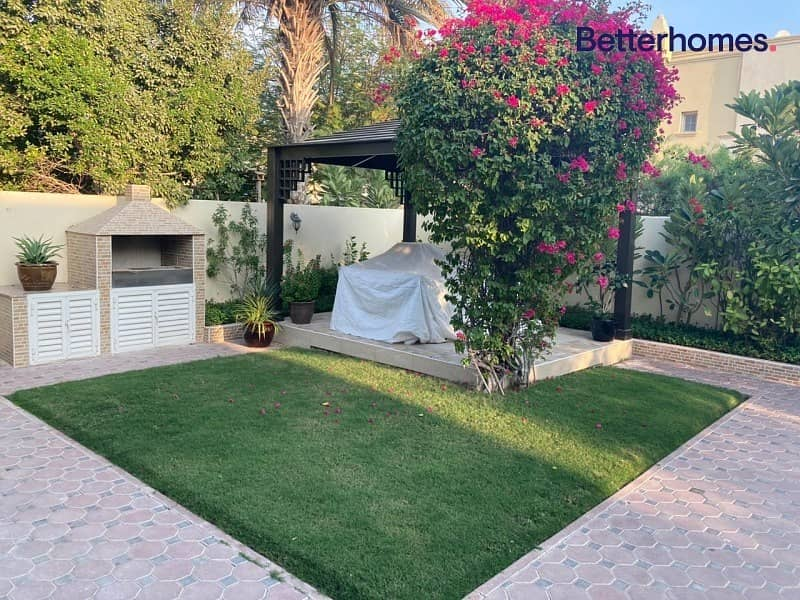 10 Upgraded | Landscaped Garden | Close to Pool |