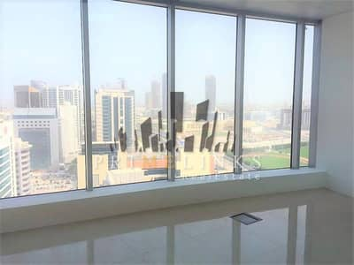 Rented office with open sea and city views