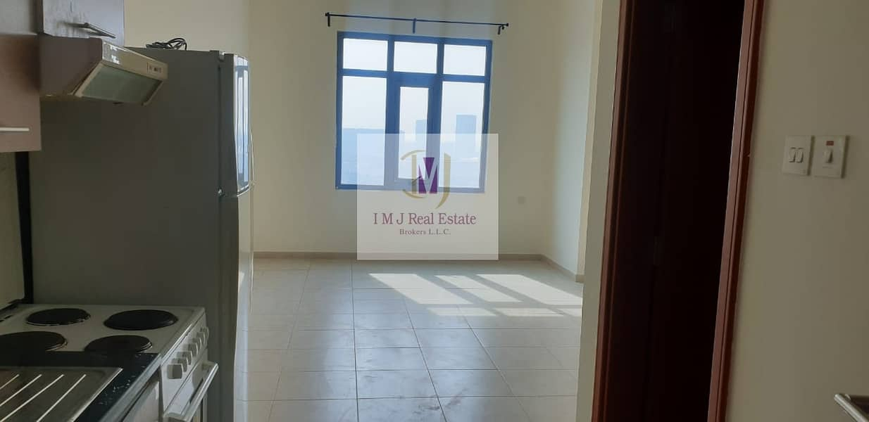 2 Well Maintained Studio with Kitchen Appliances