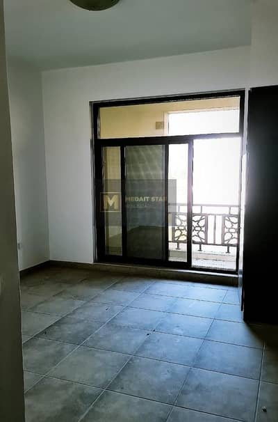 ONE MONTH FREE - SPACIOUS 3 BEDROOM APARTMENT