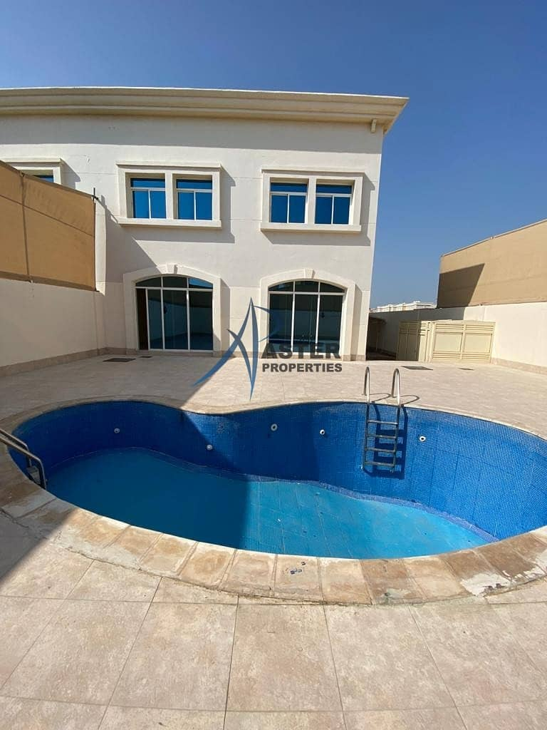 2 High Quality 4 Bed Villa with pool