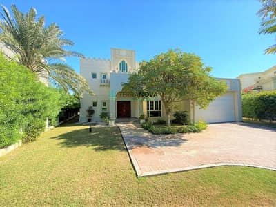 4 Bedroom Villa for Rent in Jumeirah Islands, Dubai - Entertainment Foyer   Lake View   4 Bedroom+Maids