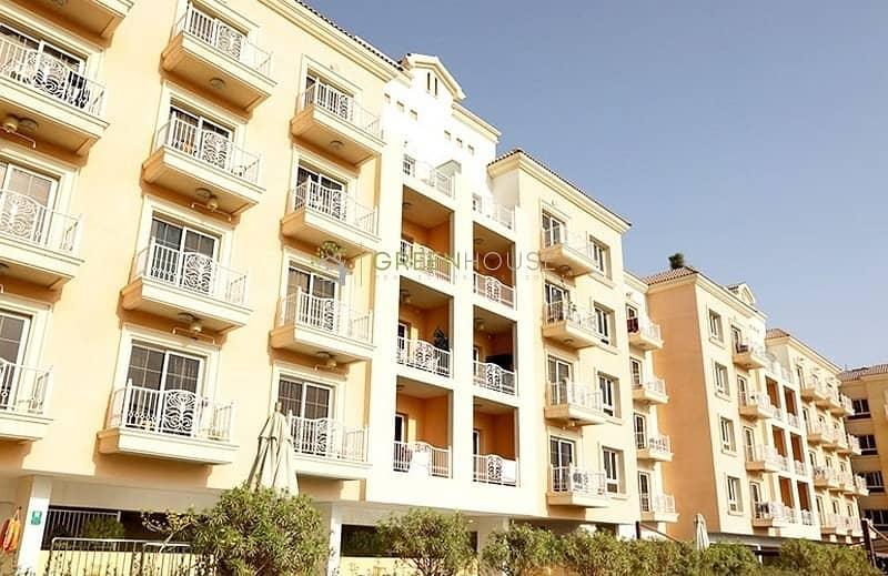 14 Corner Unit | Massive 1 Bedroom Apt. with Big Terrace | Open Kitchen | Arezzo