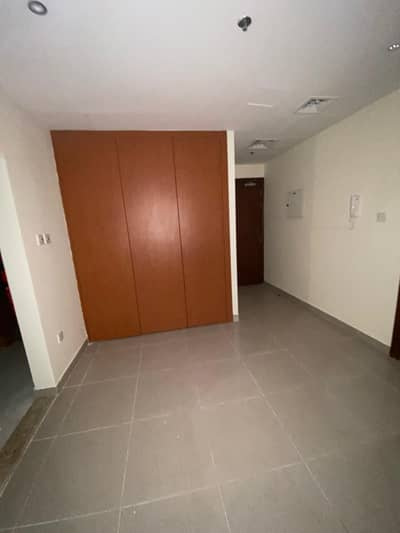 1 BHK/ FULLY RENOVATED/ SPACIOUS LAYOUT