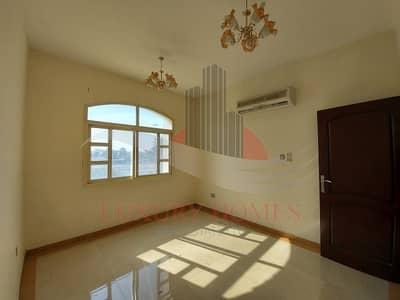 شقة 2 غرفة نوم للايجار في الجاهلي، العین - Exclusive Neat and Bright with Basement Parking