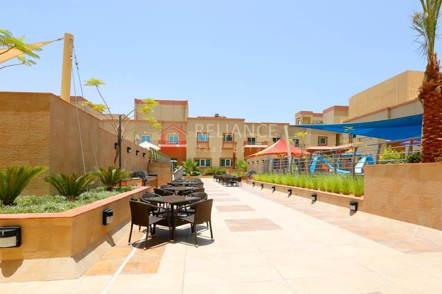 16 Fully Equipped Kitchen |Pool View | Middle Unit |1BR+Blcny