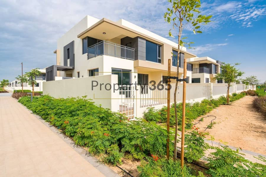 2 Great location / 5 bedrooms + Maid`s Room @ Maple
