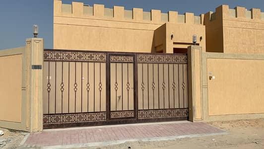 4 Bedroom Villa for Rent in Al Ghubaiba, Sharjah - 2