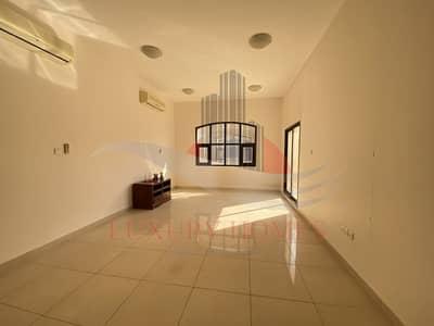 فیلا 5 غرف نوم للايجار في فلج هزاع، العین - Shared Entrance with Common Pool and Private Yard