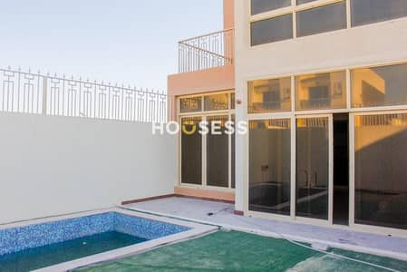 Luxurious Townhouse Al Furjan  Swimming Pool