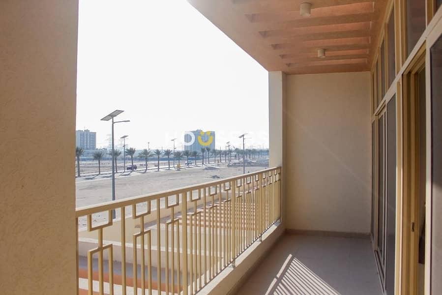 16 Luxurious Townhouse Al Furjan  Swimming Pool