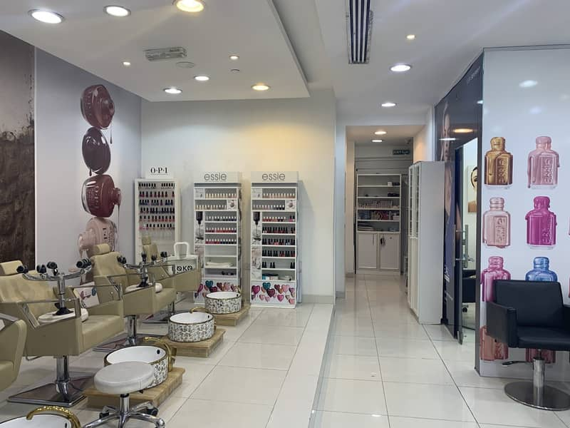 Fully Fitted Salon! Shop for Rent Best Roadside Exposure|
