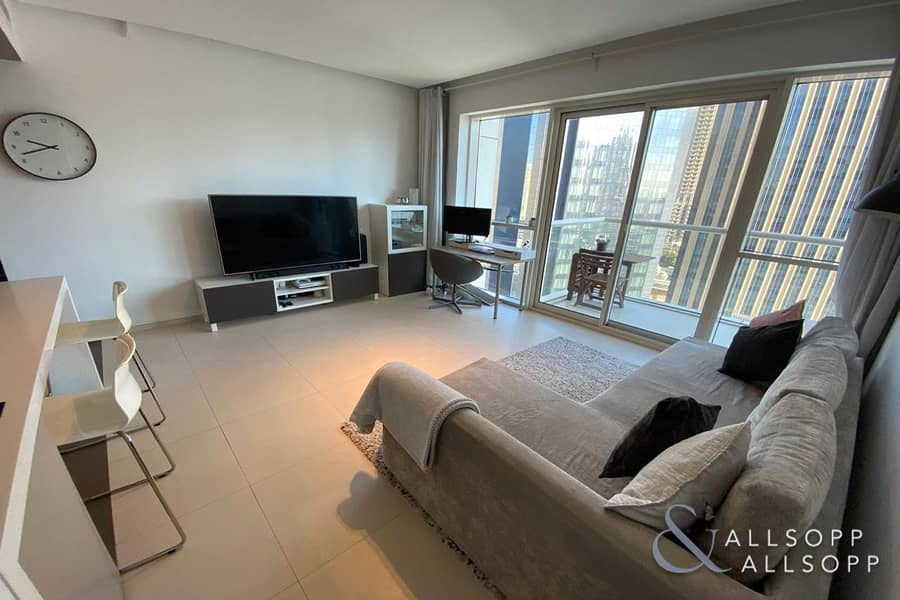 1 Bed   Large Balcony   1.5 Baths   Modern