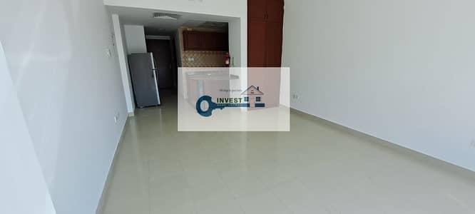 استوديو  للايجار في واحة دبي للسيليكون، دبي - Extra Large Semi Furnished  AC free 25k 1month free