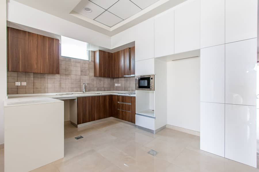 2 Contemporary Style | Brand New Townhouse | 4 Bed