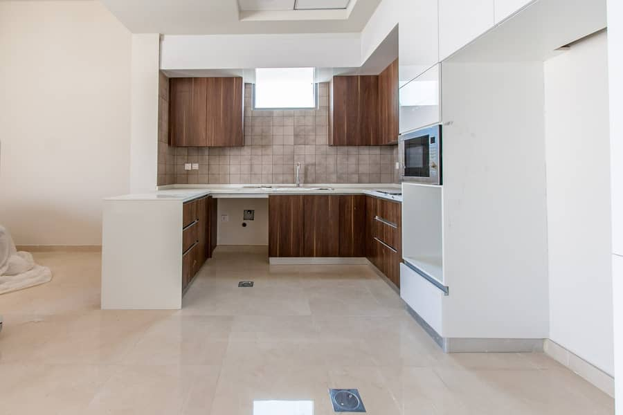 2 Contemporary Style   Brand New Townhouse   4 Bed