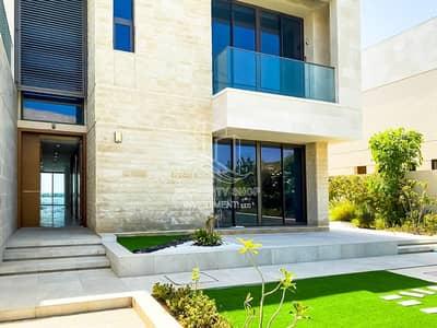 فیلا 5 غرف نوم للبيع في جزيرة السعديات، أبوظبي - Fully Modernized & Huge 5BR Direct on Beach Villa