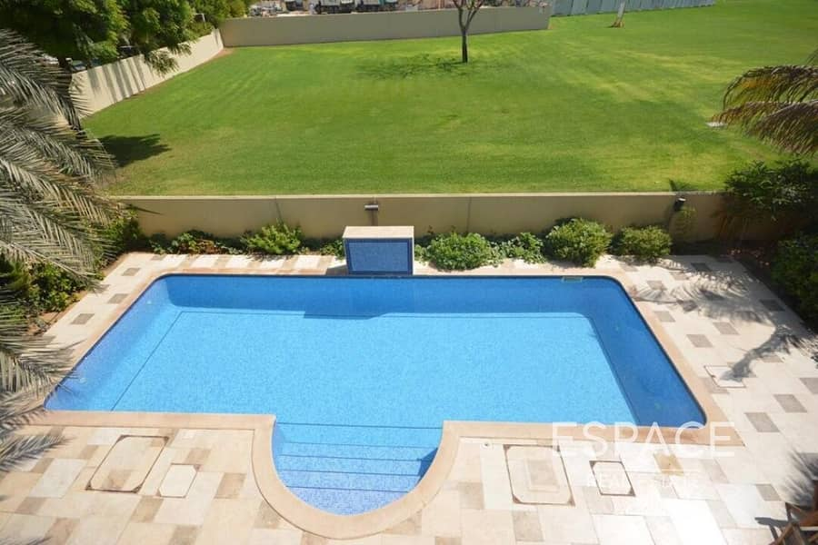 13 Private Pool   Park View   Upgraded