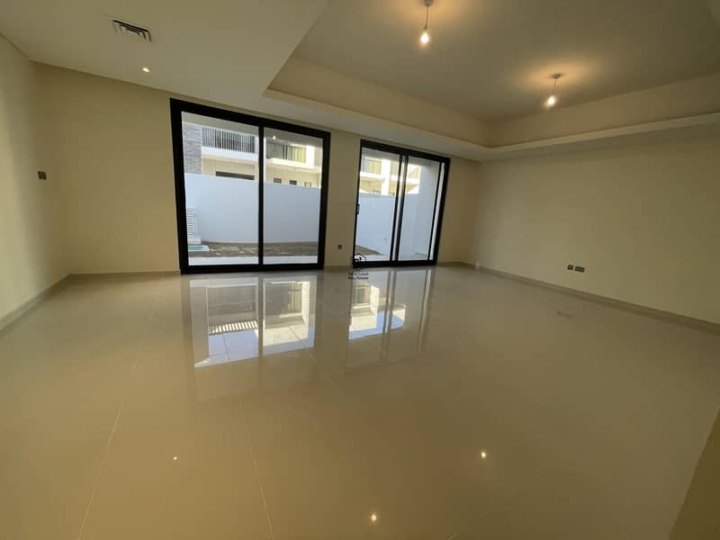 4 BED Room | Closed Kitchen | Availabe for sale .
