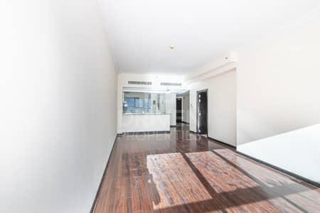 شقة 1 غرفة نوم للايجار في أبراج بحيرات الجميرا، دبي - Upgraded | On High Floor & Next to Metro