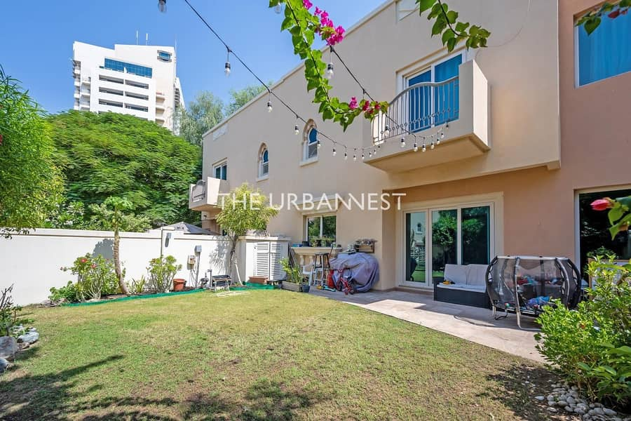 EXCLUSIVE | 4 Bedroom Townhouse in Great Location