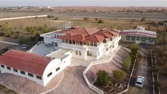Other Commercial for Sale in Al Dhaid, Sharjah - For sale a luxury farm in Al-Washah, New Khorfakkan Road, with a main villa and a guest villa