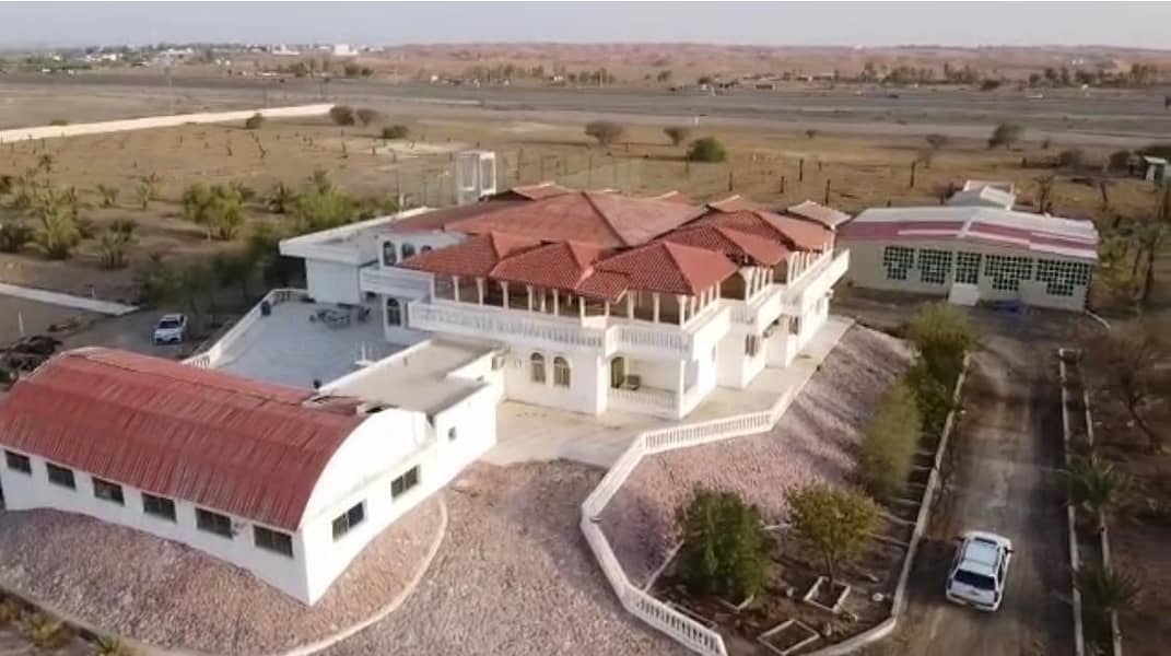 For sale a luxury farm in Al-Washah, New Khorfakkan Road, with a main villa and a guest villa