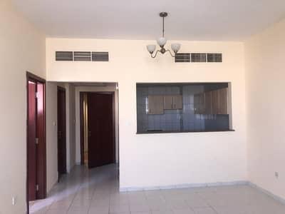 فلیٹ 1 غرفة نوم للبيع في المدينة العالمية، دبي -  SP  300K