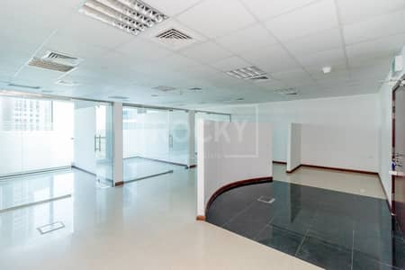 مکتب  للايجار في أبراج بحيرات الجميرا، دبي - Fitted Office   Partitioned   Close to Metro   DMCC