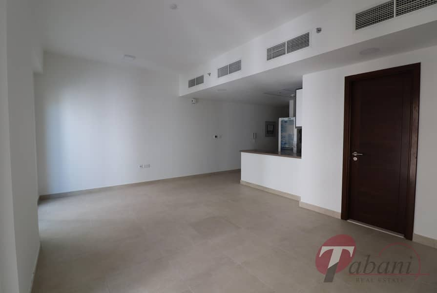 2 Near Metro Station/Spacious Layout/Vacant
