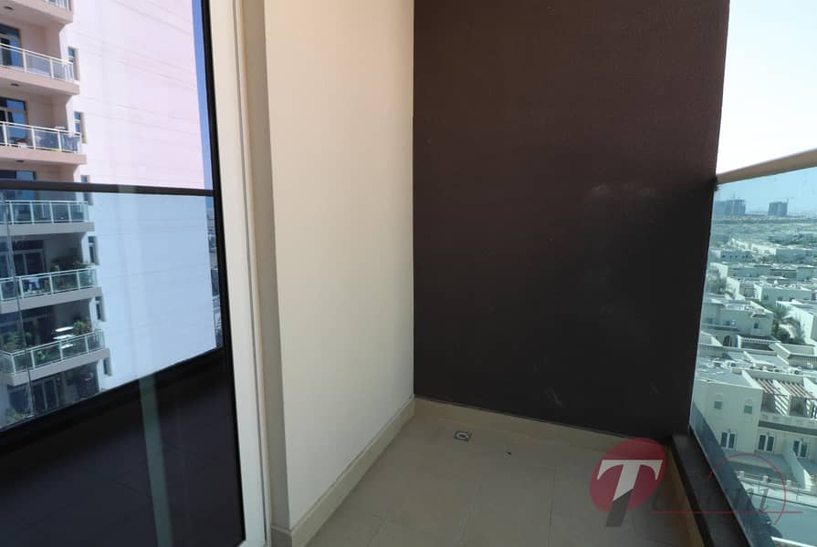 13 Near Metro Station/Spacious Layout/Vacant
