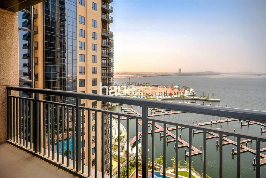 Spacious 3 BR Apt With Harbour Views