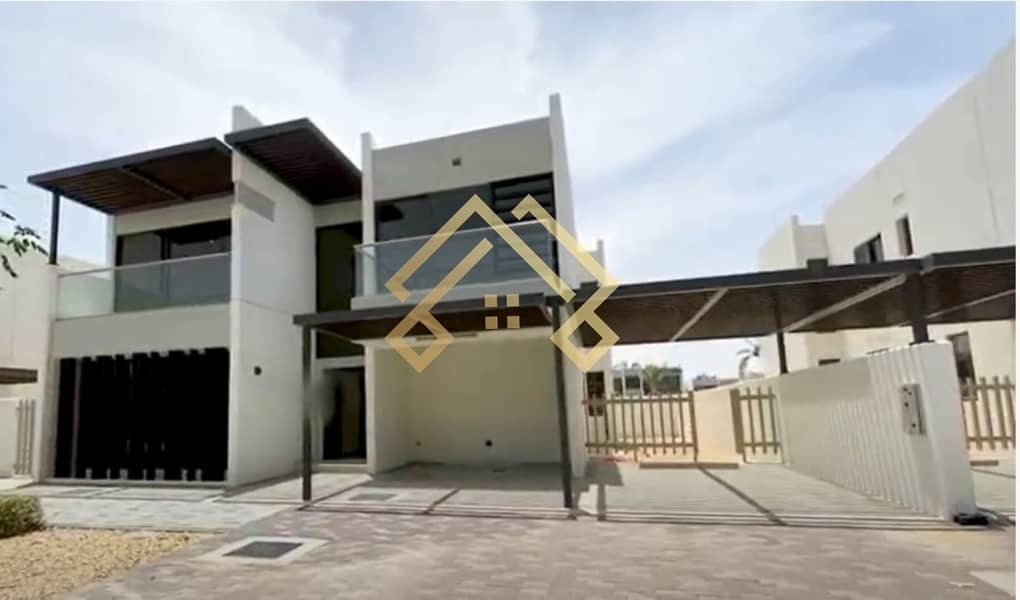 2 Family Living | Spacious 6 Bedrooms  Townhouse For Sale..