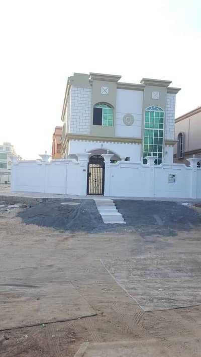 A two-storey villa for rent, fully serviced with air conditioners, large yard space with a canopy for cars