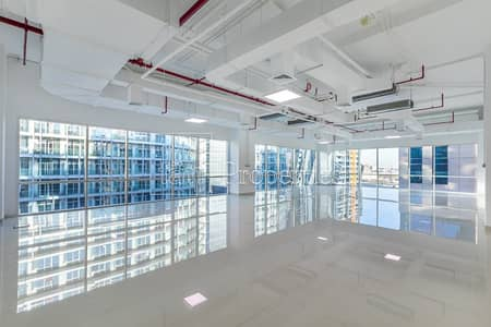 Office for Rent in Business Bay, Dubai - Fitted Corner Office with Floor to Ceiling WIndows