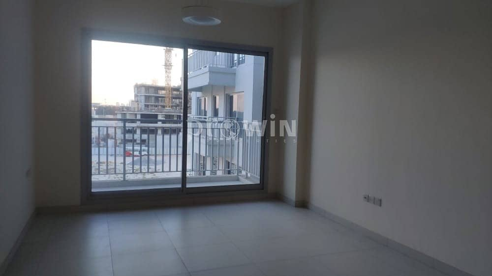 4 Cheques   Studio Apt For Rent With Large Living Room  Excellent Locations !!!