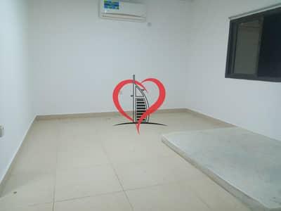شقة 1 غرفة نوم للايجار في الكرامة، أبوظبي - Excellent 1BHK in Karama near ADCB airport road