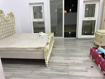 4 Bedroom Villa for Rent in Oud Al Muteena, Dubai - Very nice villa for rent brand new 4 master bedroom with service block