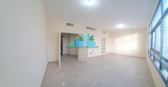 فلیٹ 3 غرف نوم للايجار في شارع الفلاح، أبوظبي - Outstanding 3 BHK with Maid-room | Great location