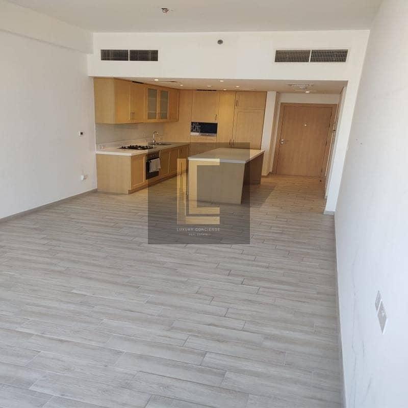 2 High Floor | Prime Location | Bright & Spacious