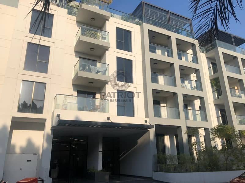 18 VERY SPACIOUS l 3 BEDROOMS l UPGRADED