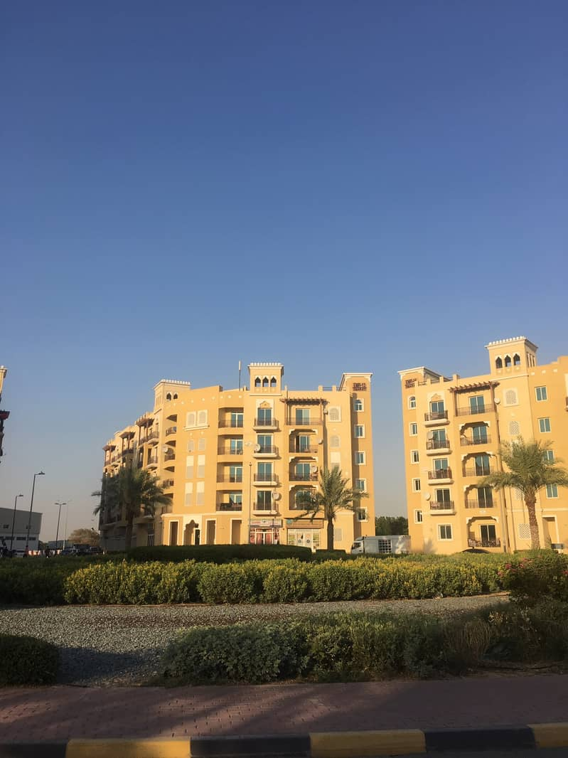 Vacant Large 1 BHK With Double Balcony in Emirates Cluster
