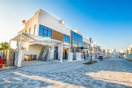 3 Bedroom Villa for Sale in Jumeirah Golf Estate, Dubai - Modern Stylish / Brand New Townhouse with Views