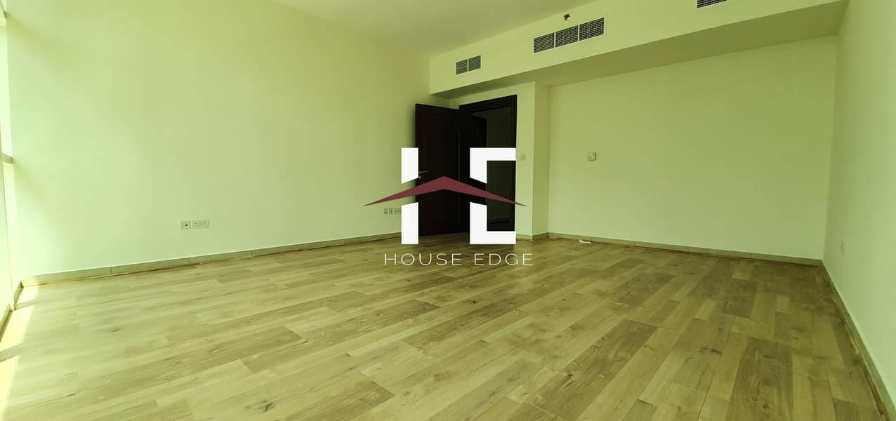 Majestic Wooden Floor 3Bed Apartment at Danet