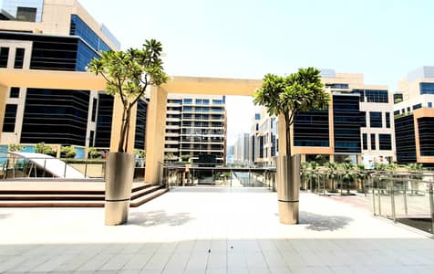 1 Bedroom Apartment for Rent in Business Bay, Dubai - Spacious Apartment with Kitchen Appliances and Big Balcony
