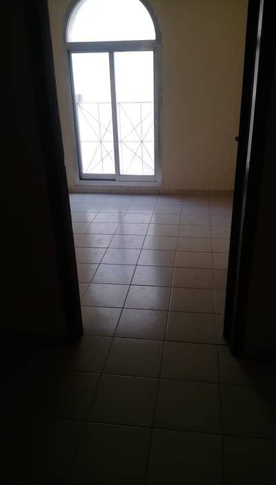 فلیٹ 1 غرفة نوم للايجار في ديرة، دبي - 1 B/R+ Small Hall in Naif- Nakheel Centre Area
