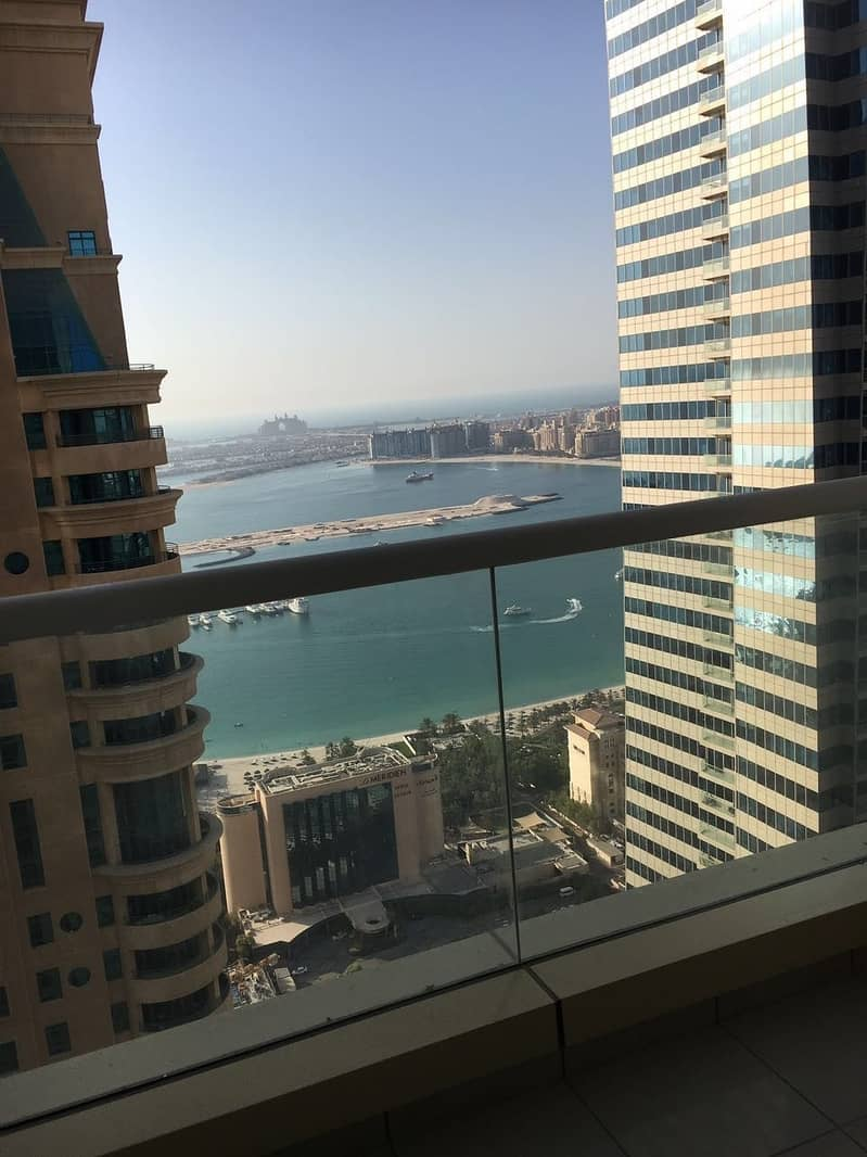 10 Specious apartment with partial sea view