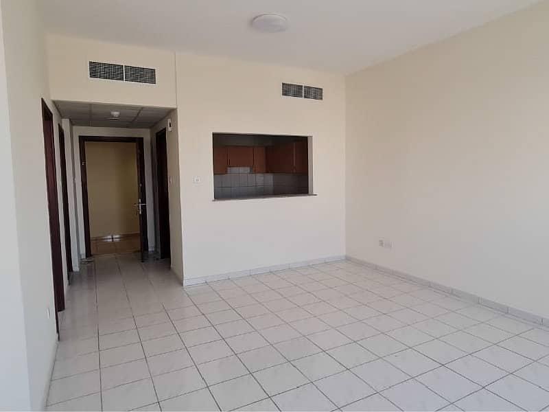 شقة في الحي الإيطالي المدينة العالمية 1 غرف 26000 درهم - 4964790