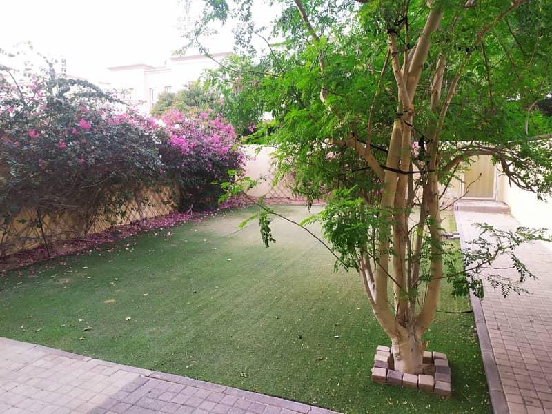4 Spacious garden with lawn